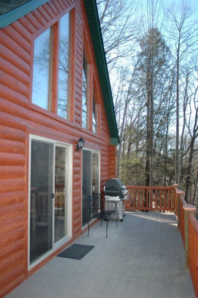 Cabin at the lake exterior front deck03